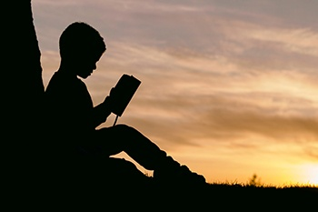 350x233 child reading
